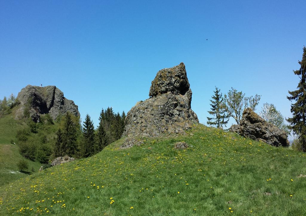 Blick auf die Basaltfelsen des kleinen Dörnbergs, 8. Mai 2016
