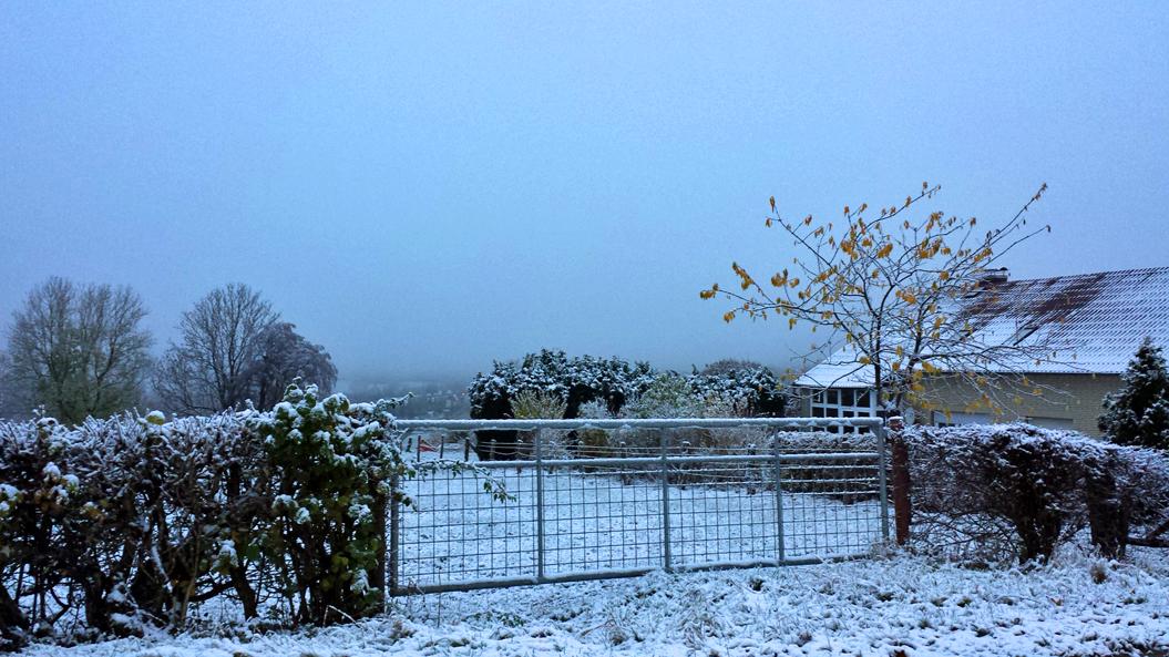 Schnee im Pömbsen, 300 Meter ü. NN