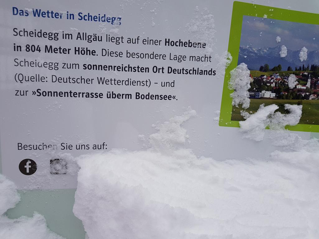 Verschneite Hinweistafel, 17. Dezember 2017