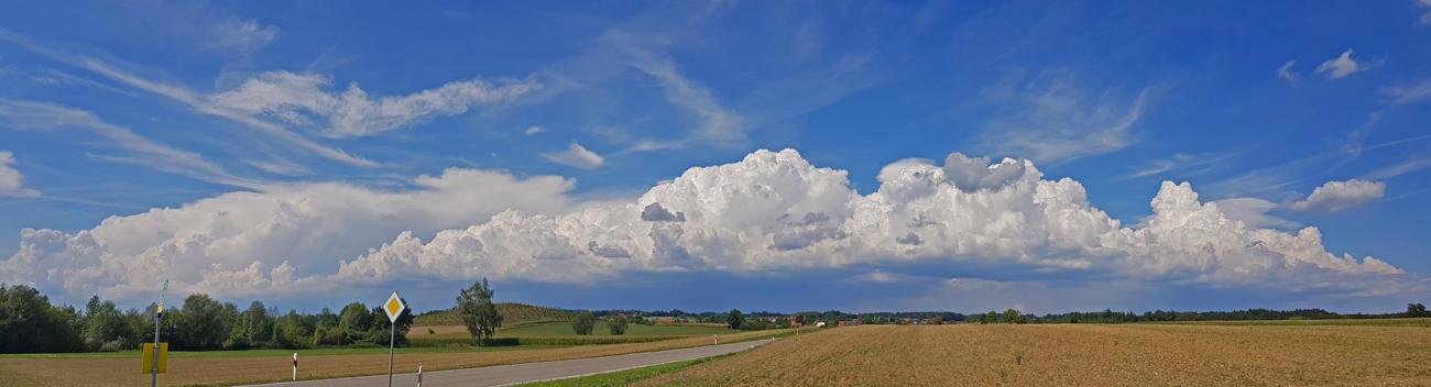 Gewitterlinie über den Höhen, Horgenzell, Kreis Ravensburg, Blick nach Norden, 17. August 2018