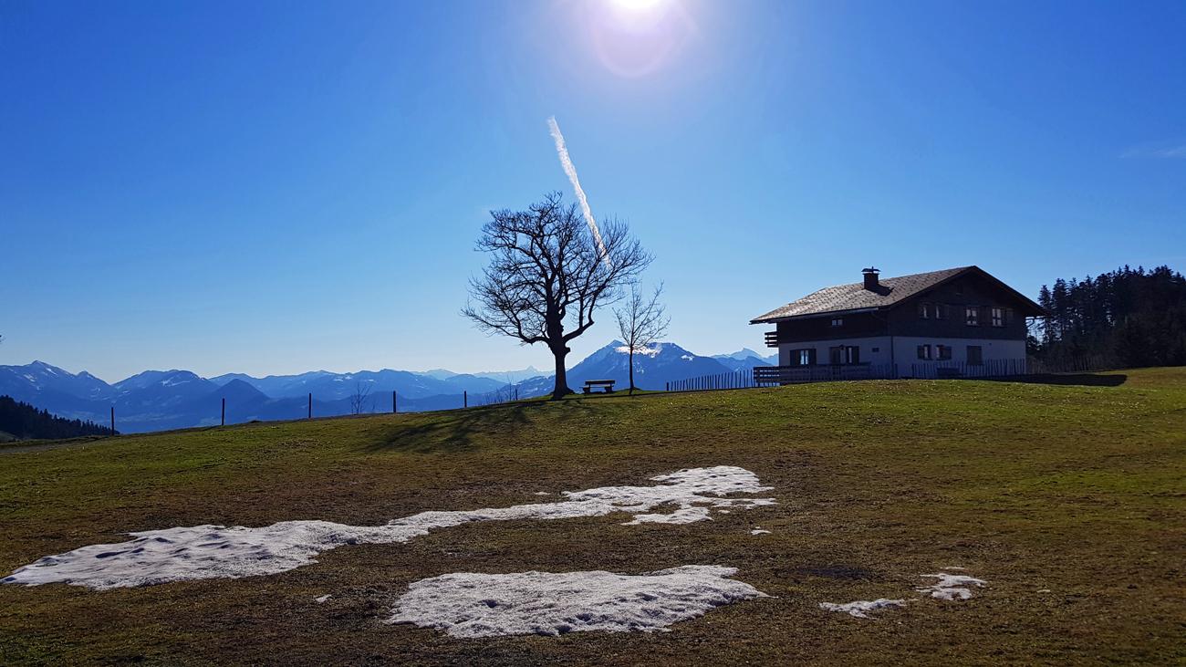 """Beginn der Tour auf etwa 1150 Metern mit ersten """"Schneefetzen"""", 18. April 2019"""