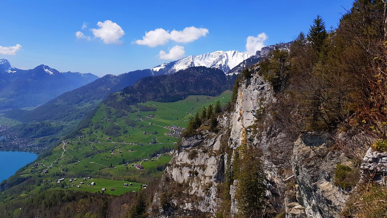 Blick von einer Felsklippe auf Amden und Weesen, 1. Mai 2019
