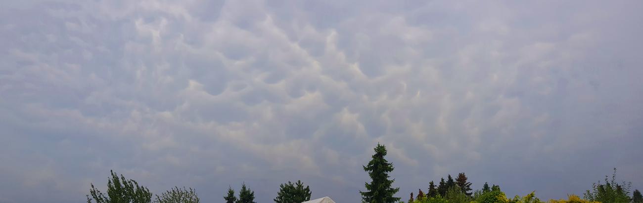 Mammaten und Outflow der Eifel-Zelle bei Grevenbroich, 26. Juli 2019