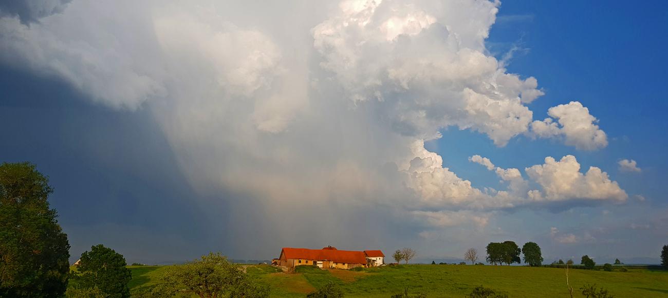 Gewitter über Neukirch, Blick von Krehenberg nach Osten, 5. Juni 2019