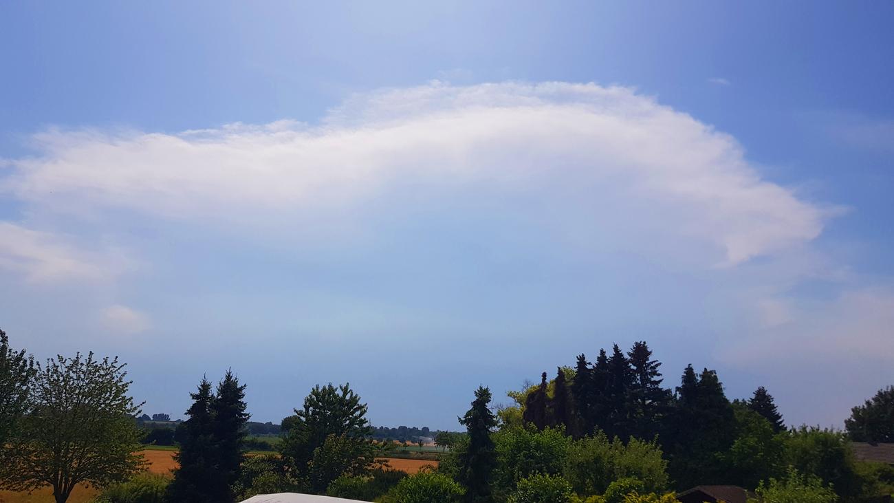 Hagelgewitter über der Eifel beendet Rekordhitze in NRW, Blick von Grevenbroich nach Südwesten, 26. Juli 2019
