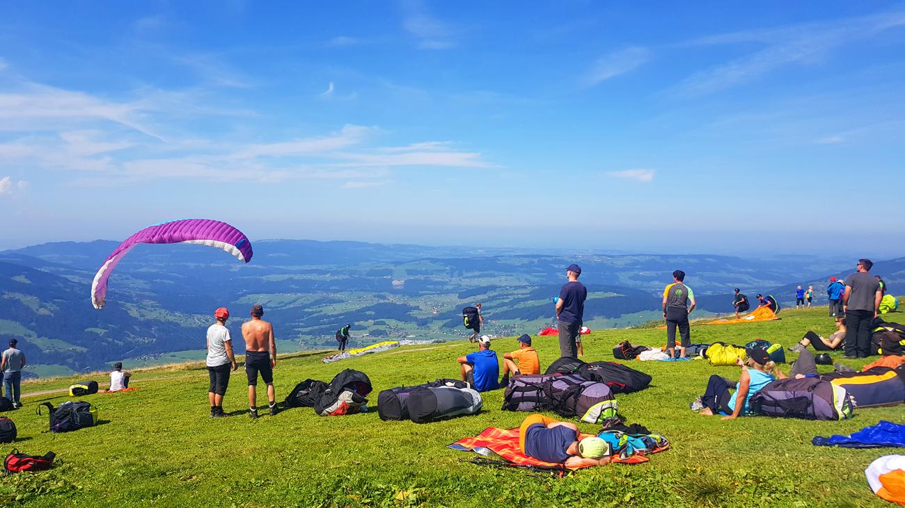 Paraglider nutzen die gute Thermik, 31. August 2019